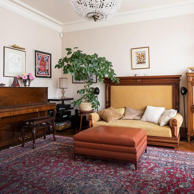 Трёхкомнатная квартира  с антиквариатом на Чистых прудах — Квартира недели на The Village