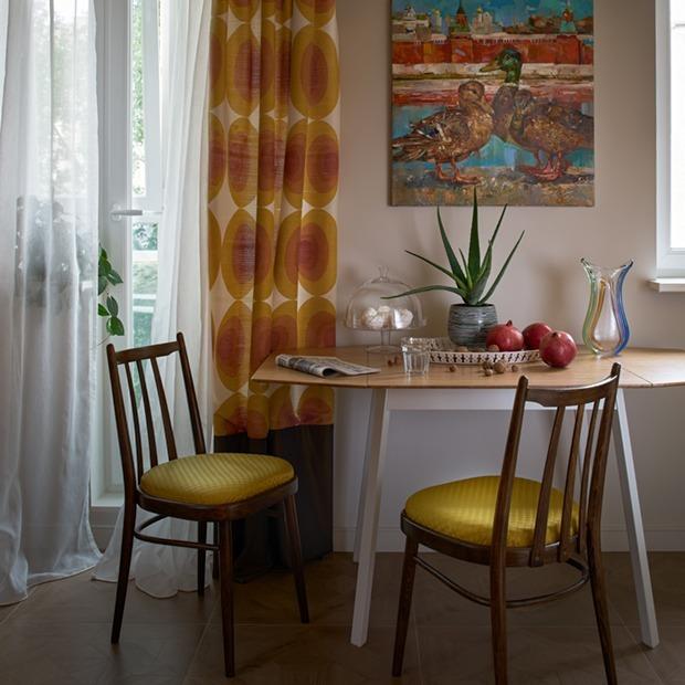 Двухкомнатная квартира в хрущевке в современном советском стиле — Квартира недели на The Village