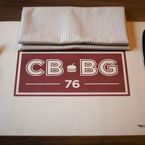 Перед открытием: репортаж из бургер-бара Corner Burger — Рестораны на The Village