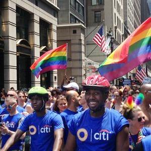 Радужный триколор: Как Nokia, Citi, Coca-Cola, Nike, Ford относятся к ЛГБТ-сотрудникам в России — Ситуация на The Village