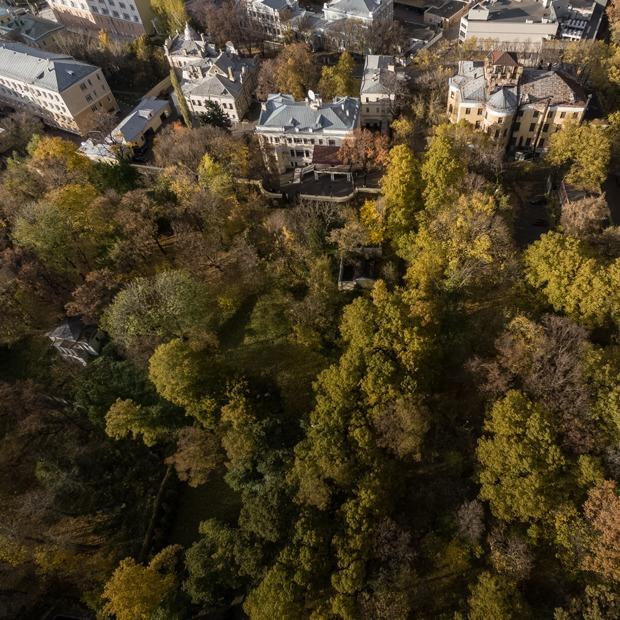 """«Не хуже """"Зарядья""""»: Как выглядит неизвестный парк на Яузе — Общественные пространства на The Village"""
