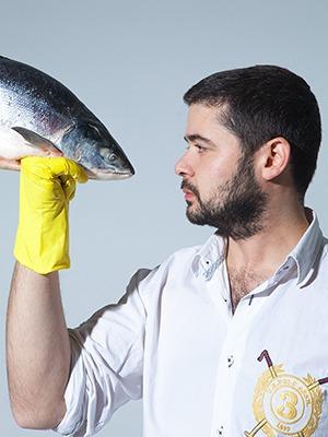 Рыбку съесть: Почему лавка «Свои люди» закрыла магазины и открывает рестораны — Эксперимент на The Village