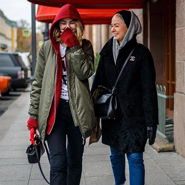 Стилисты Катя Рок и Настя Струневская — о неприспособленных для России трендах и умном гардеробе — Что нового на The Village