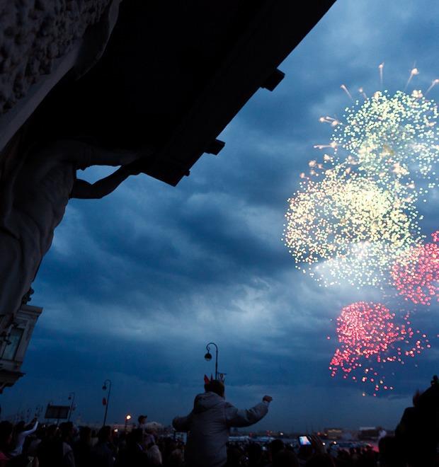 Фоторепортаж: День Победы в Петербурге — Фоторепортаж на The Village