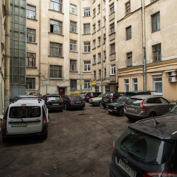 На зоне: Как изменилась жизнь в центре после запуска платной парковки  — Инфраструктура на The Village