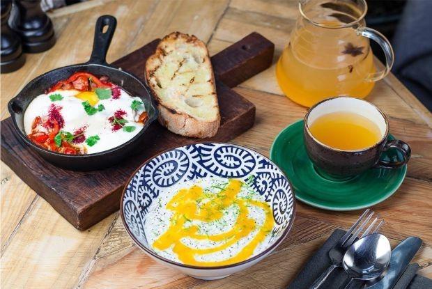 Тайский или турецкий: Четыре рецепта летних завтраков от шефа «Гастролей» — Рецепты шефов на The Village