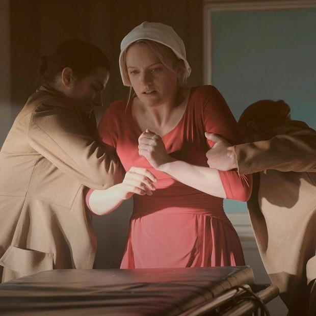 Новый альбом Blondie, сериал «Рассказ служанки» и игра, где маленькая девочка попадает во Чрево — Выходные дома на The Village