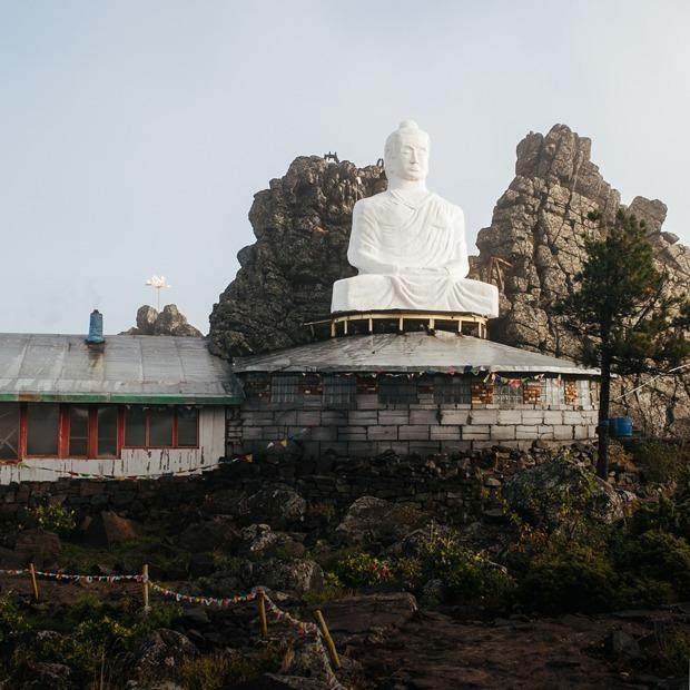 От Беслана к буддизму: Кто строит монастырь в горах Урала — Истории на The Village
