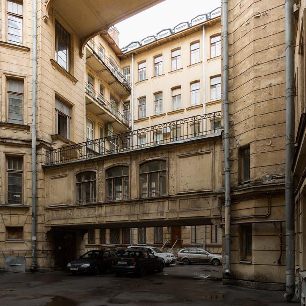 Я живу в доме Бака на Кирочной улице (Петербург)