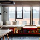 Минимализм с яркими акцентами в апартаментах на фабрике «Большевик»
