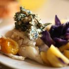 Треска на пару с овощами и соусом сальса из трав