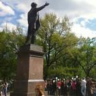 В воскресенье в Петербурге гуляли 500 человек, в понедельник закрывают Исаакиевскую