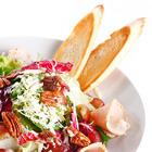 Рецепты шефов: Салат с индейкой, виноградом, сыром грюйер и орехами пекан