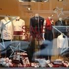 Чиновники начали штрафовать магазины за неправильно украшенные витрины