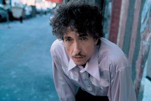 Почему Боб Дилан получил Нобелевскую премию по литературе? Объясняет книжный критик