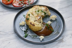 От стейка из цветной капусты до борща: Быстрые и медитативные обеденные рецепты