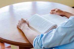 Читать (не только соцсети и мессенджеры)