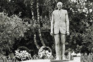 По местам: Памятник Николаю Пилюгину