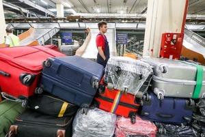 Как работают и сколько получают грузчики в аэропорту Шереметьево