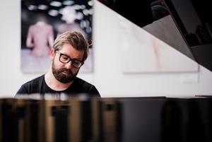 Композитор Миша Мищенко выпускает сразу два альбома в один день