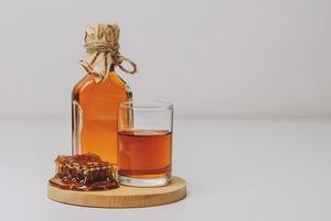 Медовуха: Что такое мед спонтанного брожения и как готовить его дома
