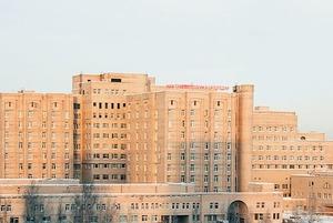 Лимб: Врачи и пациенты заперты в институте на карантине, но свой COVID-статус не знают