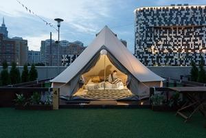 «Как я ночевала в модной палатке у ТЦ»