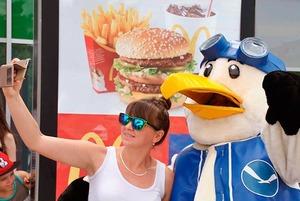 Почему открытие нового «Макдоналдса» до сих пор собирает огромные очереди?