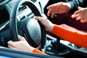 «Либо вы приносите деньги, либо не получаете права»: Как новый закон изменит жизнь автомобилистов