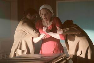 Новый альбом Blondie, сериал «Рассказ служанки» и игра, где маленькая девочка попадает во Чрево