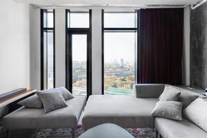Стекло, бетон и трубы в апартаментах «Москва-Сити»