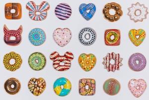 Керамические пончики на ярмарке современного искусства, вечеринка в бургер-баре и Red Axes