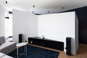 Сложная геометрия в минималистичной квартире в Сокольниках