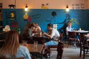 Возвращение ресторанов: Как выглядят посткарантинные Некрасова и Рубинштейна