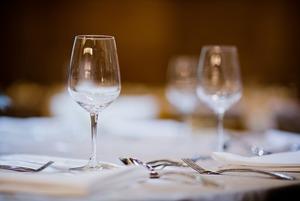 Саша Сутормина — о полусекретном винном баре и парижской бель эпок