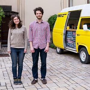 Как сделать из старого фургона кафе на колесах