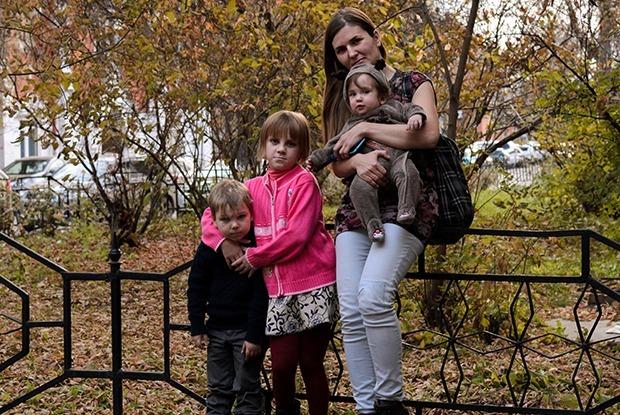 «Готовы еще на двоих»: Как многодетная семья из Орла взяла под опеку детей из Иркутска