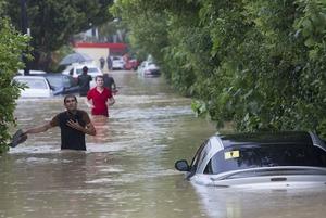 Потоп в Большом Сочи: затопленные дома, машины, поваленные деревья