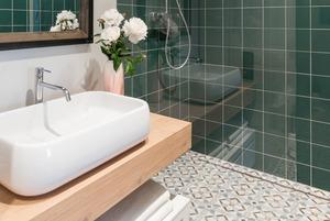 Водные процедуры: Как увеличить ванную комнату