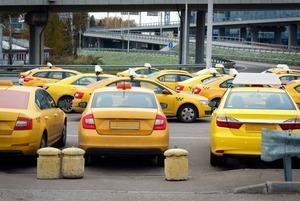 Сервисы такси передают данные пассажиров силовикам. Вот как это происходит