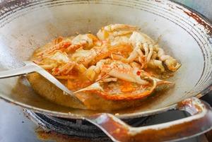 Рецепт на каникулы: Как приготовить чили-краба дома