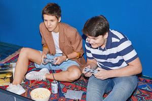 «Спасти драконьи яйца»: Подростки оценивают культовые игры 90-х