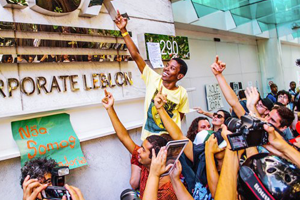 Странные танцы: Александра Петрачкова о новой форме протеста в Бразилии
