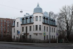 «Я живу в особняке на Крестовском острове» (Петербург)