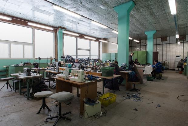 «Пришёл запрос от стилистов Леди Гаги»: Кто и как делает обувь в Петербурге