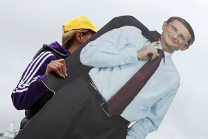 6 кадров: Как кандидаты в мэры агитируют горожан