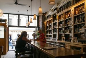 Где прятаться от болельщиков: 10 хороших баров без футбола