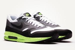 Кроссовки Nike, платье Trends Brands, футболка Code Red