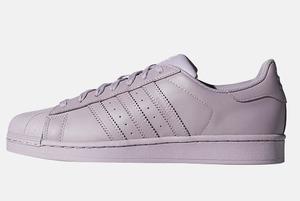 Сколько стоят кроссовки adidas Originals в Москве, Париже, Лондоне и в онлайн-магазине