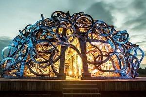 Как выглядят световые декорации к музыке Стива Райха в Никола-Ленивце